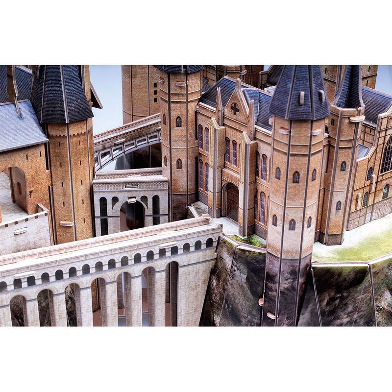 Tamaño: 32,5x45,5x32,5cm. Construye el fantástico Castillo de Hogwarts de Harry Potter con 197 piezas. No se necesita ni herramientas ni pegamento. Tiempo de montaje: 180-220 minutos. Edad: +8 años.